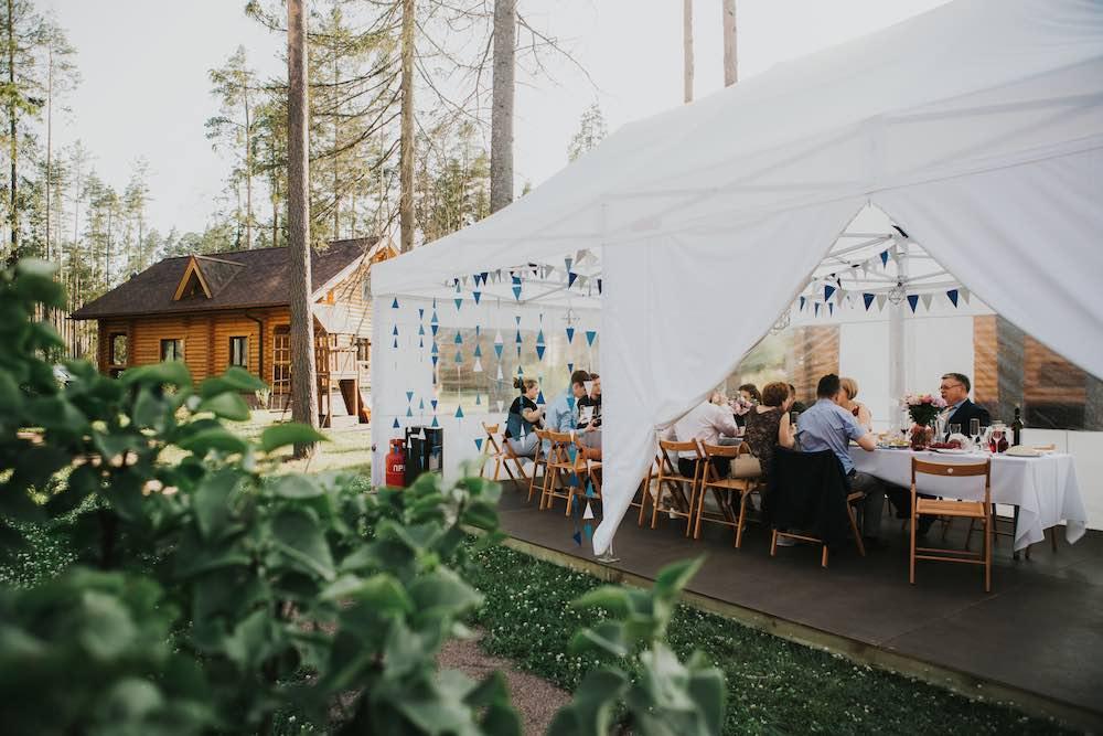 В какое время года забронировать коттеджи для свадьбы в Ленобласти
